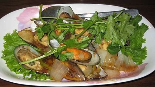 9 - Fried Mussels With Tamarind (10) - Chem Chép Rang Me