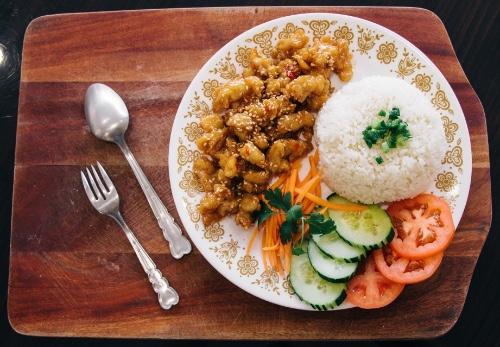 Sesame Chicken Rice Bowl (cơm Gà Mè)