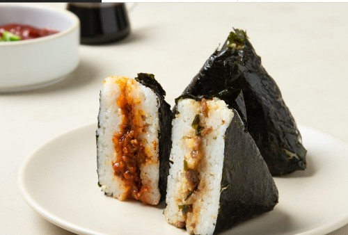 Beef Triangular Gimbap (소고기 삼각김밥, 牛肉三角紫菜包饭)
