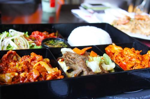Korean Spicy Pork Lunch Box (제육볶음 도시락, 辣炒猪肉)