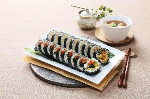 Gimbap 10 pc (김밥, 紫菜卷饭)
